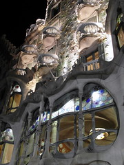 barcelona casa battlo (1) (kexi) Tags: pink grey white lights barcelona catalonia spain europe architecture building gaudi casabattlo vertical night famous samsung wb690 september 2015 windows balconies instantfave