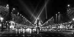 Paris (Noir et Blanc 19) Tags: paris champselyses nuits nb bw noiretblanc lumires nightlights sony a77