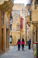 Walking the narrow streets of Rabat, Malta (thorrisig) Tags: 02112016 flkfrnumvegi malta rabat gtumynd thorrisig thorfinnursigurgeirsson thorri orrisig thorfinnur orfinnur orri orfinnursigurgeirsson sigurgeirsson sigurgeirssonorfinnur dorres street ladder walking houses girls