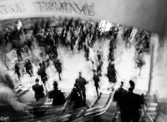 Rush Hour... (THE.ARCH) Tags: newyorkcity nyc newyorkny grandcentralterminal trainstation streetphotography blackandwhite bw