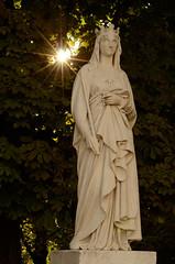Statue de Blanche de Castille  Jardin du Luxembourg (cl_p) Tags: paris statue soleil patrimoine jardinduluxembourg marronnier blanchedecastille