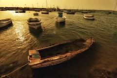 Boats... (hobbit68) Tags: old sunset sky holiday beach clouds strand canon river boats wasser sonnenuntergang outdoor alt sommer urlaub himmel wolken playa boote andalucia espana ufer hafen sonne spanien küste sonnenschein ozean verfallen