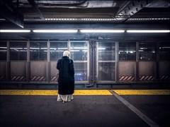 20151128 P1750091 200 Edit 011 Sm (NYC Subway Rider) Tags: woman yellow candid wideangle queens transportation mta masstransit ntrain longislandcity queensboroplaza 7train qtrain nycta lowerlevelplatform lumixlx7 kiwila52lx7 konicaminoltaacw100 nycsubwayrider