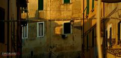 I colori dell'alba (Carlo de Lauro) Tags: colori finestre luce ombre