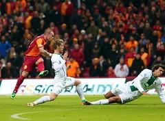(RerereRarara) Tags: galatasaray bursaspor cimbom gs sper lig 20132014 football futbol serdar aziz wesley sneijder