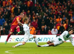 (l3o_) Tags: galatasaray bursaspor cimbom gs süper lig 20132014 football futbol serdar aziz wesley sneijder