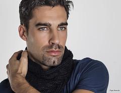 Miradas que llegan (Pepa Morente ( 1.450.000 de VISITAS )) Tags: hombre atractivo ojosazules man mens
