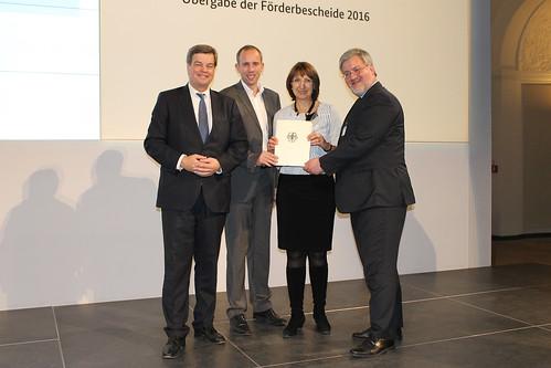 Übergabe von Breitband-Förderbescheiden an die Stadt Oldenburg in Berlin.