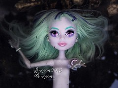 In the deep (Linayum) Tags: twyla mh monster monsterhigh mattel doll dolls mueca muecas toys toy juguetes agua water linayum