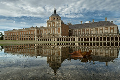 Autumn reflection (Stroget) Tags: palacio real aranjuez otoo autumn reflection hoja charco water sky clouds cielo palace madrid spain nikon d5100 october octubre