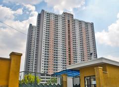 Apartemen Puncak Bukit Golf (BxHxTxCx (using album)) Tags: surabaya building gedung architecture arsitektur apartemen apartment