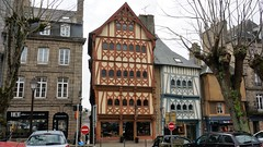 Guingamp, place du centre (claude 22) Tags: guingamp place centre trgor bretagne breizh combages maisons house architecture halftimbered timber framing
