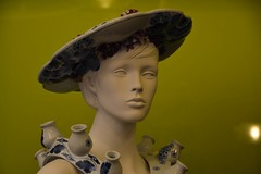 Blue lady in the green (snoeziesterre) Tags: delft delftblue delftsblauw factory fabriek traditional traditie ceramics keramiekindustrie keramiek etalagepop model kleding fashion hats hoeden