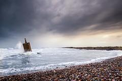 El pilón ...o lo que sea eso. (melderomero.com) Tags: seaside storm waves sky clouds tormenta cielo nubes mar olas