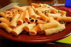 Rigatoni in Alfredo Sauce with Black Olives (Zoom Lens) Tags: food pasta olives rigatoni alfredosauce