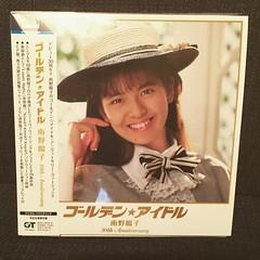 南野陽子の『ゴールデン★アイドル』がたまらなくいいです。泣きたくなるほどにいいです。『リフトの下で逢いましょう』とか『春景色』とかきゅんきゅんしすぎて胸が苦しい。なぜかコンサートチケット先行購入予約券が封入されてなかったけど… #ナンノ #南野陽子