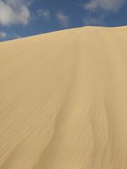 https://youtu.be/zSAJ0l4OBHM (aliciap.clausell) Tags: duna minimalismo fuerteventura arena playa cielo sky nubes clouds nostalgia vacaciones relax