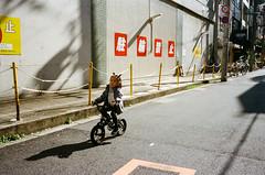 JAPAN STREET 2016 (uicee) Tags: osaka japan japanstreet japanstreetphotography streetphoto street everybodystreet streetphotography film contaxt3 t3 35mm portra portra400