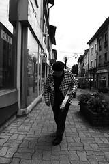 Rue Centrale. (brumpicts) Tags: photographiederue streetphotography photographieurbaine urbanphotography noiretblanc blackandwhite ruecentrale 38230 pontdechruy isre auvergnerhnealpes france lyonurb brumpicts frdricbrumby