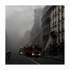 Incendie (hélène chantemerle) Tags: bâtiments chaussée ciels extérieur façades fenêtre flammes fumée incendie paris paysages photosderue pompiers rue sol vue panorama quartierlatin fire firemen latinquarter street smoke