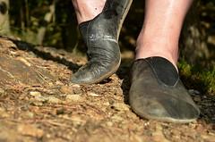 Na lesní pěšině (127) (Merman cvičky) Tags: cvičky piškoty gymnastic slippers gymnastikschuhe schläppchen turnschläppchen gym shoe gymnasticshoes gymnasticslippers zapatillas cvicky slipper gymnastiktoffel flat