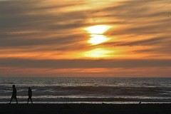 Beach Walkers (Mason E. Emley) Tags: ocean sunset beach pacificocean beachwalking oceanshores