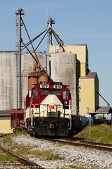 switching at Putnam (glenn_cunningham) Tags: sky ontario fall classic power southland locomotives osr gmd