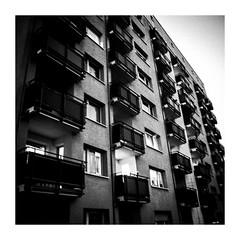 7curved (seba0815) Tags: ricohgrdiv grdiv curved building architecture urban city living dark light sun evening concrete floor balcony window view streetphotography street square monochrome bw blackwhite blackandwhite blackwhitephotos blanco nero blanc noir schwarzweis black white seba0815 mood 7curved