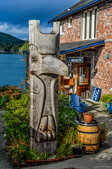 Totem Pole at the Inn at Tough City (SonjaPetersonPh♡tography) Tags: tofino westcoast westcoastvancouverisland tourists longbeach pacificrim pacificrimnationalparkreserve fishing fishboats inlet water pacificocean ocean docks wharves oldboats storms birdwatching sailboats tofinoair strawberryisland strawberryislandcommunity floathomes floatinghomes tofinoharbour tofinoinlet clayoquotsound floats buoys britishcolumbia canada nature nikond5200 nikon 2016 theinnattoughcity icehouseoysterbar