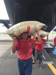 LLEGADA DE MAZ A OAXACA VA PUENTE AEREO. (diconsa_mx) Tags: llegada de maz a oaxaca va puente aereo diconsa