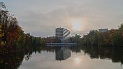 Technische Hochschule Mittelhessen, Gießen (danbec_de) Tags: thm technischehochschulemittelhessen giesen universityofappliedscience mittelhessen schwanenteich pond fall city park