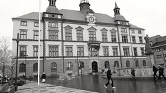 The town hall (Unmarriedswede) Tags: town hall city politicians eskilstuna sweden swedish square torshlla fountain