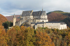 Luxembourg Vianden (massonth) Tags: vianden castel medieval autumn orange yellow leaves leaf roof forest trees canon eos 60d