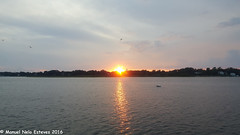2016.08.16; Keyport Moonrise & Sunset-3 (FOTOGRAFIA.Nelo.Esteves) Tags: keyport newjersey unitedstates us 2016 neloesteves samsung note5 usa nj monmouthcounty bayshore waterfront moonrise sunset moon sky august summer