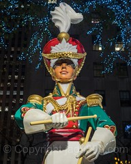 Nutcracker Statue, Rockefeller Center, New York City (jag9889) Tags: 20161201 jag9889 usa sculpture rockefellercenter manhattan midtown nightphotography newyorkcity player newyork outdoor 2016 statue nutcracker drum longexposure ny nyc night nightscene skulptur unitedstates unitedstatesofamerica us