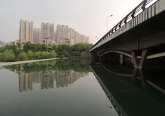 China community housing water reflected - Hefei (Germn Vogel) Tags: asia china eastasia travel traveldestinations traveltourism tourism touristattractions anhui hefei shore water river riverside bridge housing building residential waterreflection community city cityscape urban urbanlandscape