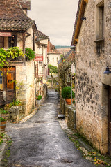 wet alley in St Cirq (PhilHydePhotos) Tags: architecture autumn buildings fall france lesplusbeauxvillagesdefrance southoffrance stcirqlapopie themostbeautifulvillagesoffrance btiments