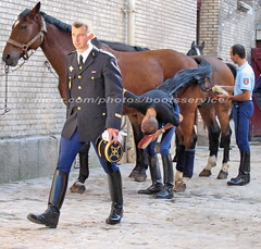 bootsservice 07 8231 (bootsservice) Tags: arme army uniforme uniformes uniform uniforms cavalerie cavalry cavalier cavaliers rider riders cheval chevaux horse horses bottes boots riding boots weston eperons spurs gants gloves gendarme gendarmerie militaire military garde rpublicaine paris