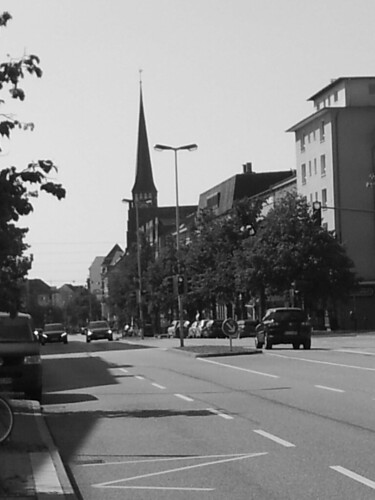 "Holtenauer Straße in schwarzweiß • <a style=""font-size:0.8em;"" href=""http://www.flickr.com/photos/69570948@N04/20157119414/"" target=""_blank"">View on Flickr</a>"