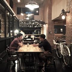 นัดเจอผู้ชายที่ร้านกาแฟ บรรยากาศดูโรแมนติกมะ 5555