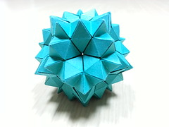 Spiky rhombicosidodecahedron (hyunrang) Tags: spiky origami gap hur rhombicosidodecahedron paperstrip tetrahedralsymmetry