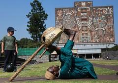 Mil maneras de tocar (Explored) (José Lira) Tags: africa méxico unam senegal música arpa kora babou diébaté