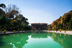 Les Quarante Colonnes (- Ali Rankouhi) Tags: building history fall water iran columns journey pavilion  isfahan forty   2015 1394 chehel sotoun