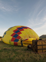 CBR-Ballooning-110120.jpg (mezuni) Tags: aviation australia hobby transportation hotairballoon canberra hobbies activity ballooning act activities passtime oceania australiancapitalterritory balloonaloftcbr
