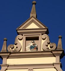 Trier, Hauptmarkt, Barockhaus mit Piet (baroque house with Piet) (HEN-Magonza) Tags: trier rheinlandpfalz rhinelandpalatinate deutschland germany hauptmarkt centralmarket barockhaus baroquehouse piet