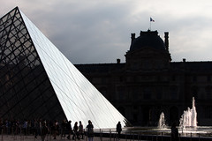 Pyramid face, The Louvre (Mikey Down Under) Tags: paris france thelouvre louvre art museum outdoor glass pyramid shiney reflection fountain backlit silhouette bright public people counterjour