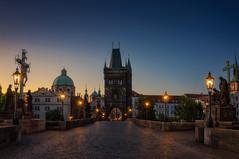 Amanecer en el Puente Carlos (Praga) (Juanra Rey) Tags: puente carlos praga republicacheca amanecer luces estatuas ciudad dorada nikond90 nikon1685