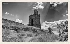 El viga del camino (Aylln-Segovia) (Jose Manuel Cano) Tags: aylln segovia espaa spain torre tower torremartina nikond5100 nube cloud rayo blancoynegro blackandwhite bw