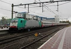 Aankomst NMBS 2821 + I6/I10 4791 te Rotterdam CS (erwin66101) Tags: ns nmbs bombardier traxx locomotief rijtuigen stam rijtuig i6 i10 i6rijtuigen i10rijtuigen beneluxtrein intercity nshispeed nsinternational nsinternationaal rotterdamcentraal rotterdamcs rotterdam cs centraal station brussel zuid midi zuidmidi brusselzuidmidi