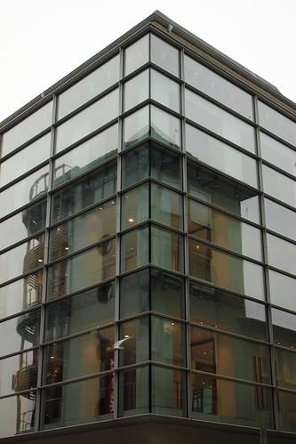 "Zwei Eckgebäude • <a style=""font-size:0.8em;"" href=""http://www.flickr.com/photos/69570948@N04/30918869321/"" target=""_blank"">View on Flickr</a>"